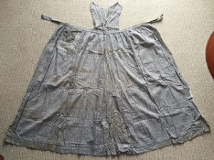 http://www.extantgowns.com/2016/04/edwardian-apron.html